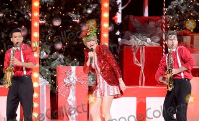 Jennifer Nettles Photo - 2013 CMA Country Christmas - Show