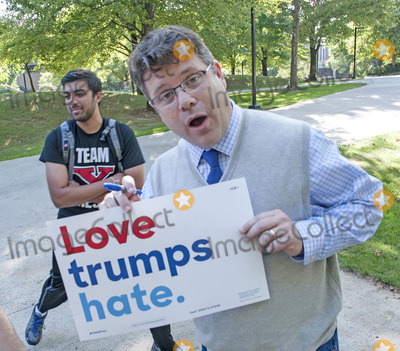 Photos From Actor Sean Astin Campaigns For Hillary Clinton at YSU.