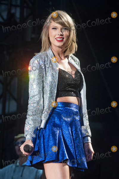 Taylor Swift Photos - 06 June 2015 - Pittsburgh Pennsylvania - Singer-Songwriter TAYLOR SWIFT performs during a stop on her 1989 World Tour held at Heinz Field Photo Credit Devin SimmonsAdMedia