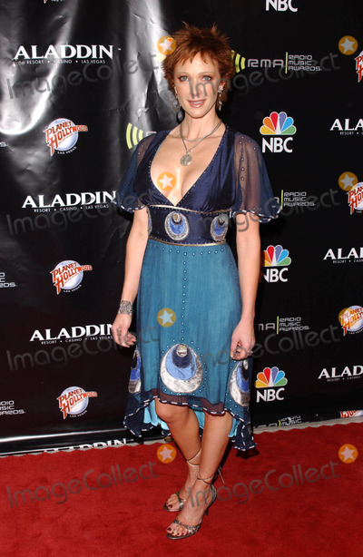 Lauren Holly,Hollies Photo - 2005 Radio Music Awards Arrivals