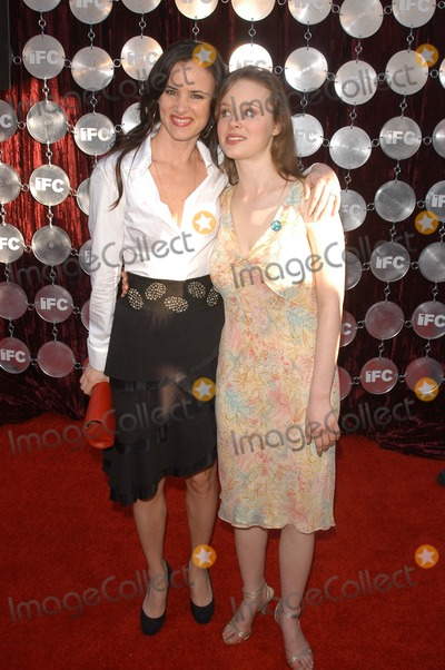 Thora Birch Photo - Juliette Lewis and Thora Birch at the 2003 Independent Spirit Awards After-Party Pedals Restaurant at Shutters On The Beach Santa Monica CA 03-22-03