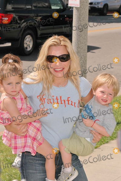 Taylor Dayne,Connie Stevens,Tricia Leigh Fisher,Joely Fisher Photo - Nanas Garden Opening