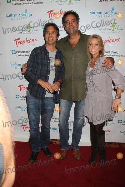 Brad Garrett,Cheryl Hines,Ray Romano Photo - Brad Garrett Poker