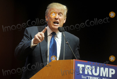 Photos From Donald Trump campaigns in Manchester, New Hampshire