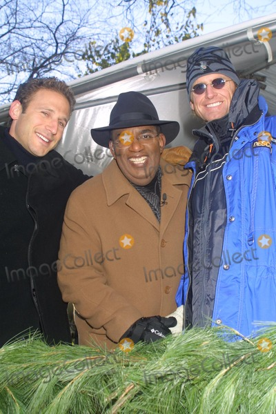 Jere Burns Photo - Sd11282002 76th Annual Macys Thanksgiving Day Parade Mark Feuerstein_al Roker_jere Burns Photo by Henry McgeeGlobe Photosinc NYC
