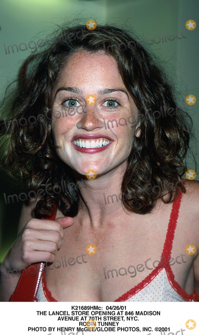 Robin Tunney Photo -  042601 the Lancel Store Opening at 846 Madison Avenue at 70th Street NYC Robin Tunney Photo by Henry McgeeGlobe Photos Inc