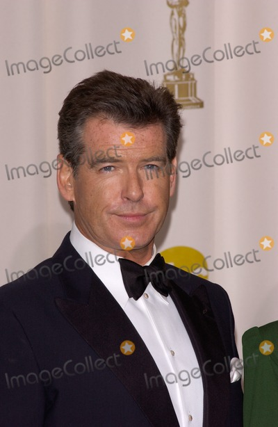 Pierce Brosnan Photos - PIERCE BROSNAN at the 77th Annual Academy Awards at the Kodak Theatre Hollywood CAFebruary 27 2005 Los Angeles CA Paul Smith  Featureflash