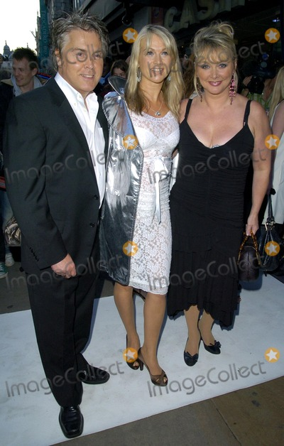 Shelley Preston Photo - London UK (L-R) Mike Nolan Shelley Preston and Cheryl Baker of Bucks Fizz at the Perfume ShopLK High St Fashion Awards held at Caf de Paris in London 14th May 2007Can NguyenLandmark Media