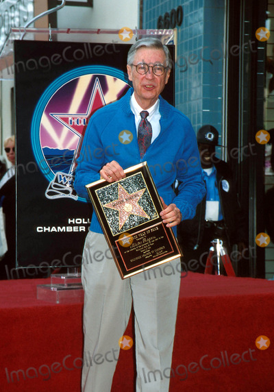 Mr Rogers Photo - Mr Rogers Star on the Hollywood Walk of Fame 01081998 Fred Rogers Photo by Milan RybaGlobe Photos Inc 1998 Fredrogersretro