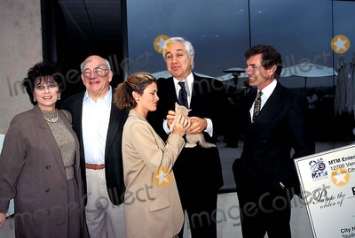 Tony Thomopoulos Photo - Mtm 25th Anniversary Suzanne Pleshette Ed Asner  Stephanie Zimbalist  Tony Thomopoulos David Birney Photo Fitzroy Barrett - Globe Photos Inc 1995 Suzannepleshetteretro