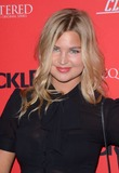 Jennifer Akerman Photo 3