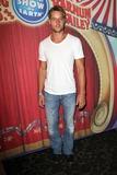 Justin Hartley Photo 3