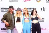Brandy Photo - LAS VEGAS - MAY 21  Billy Ray Cyrus Tish Cyrus Brandi Cyrus Noah Cyrus at the 2017 Billboard Music Awards - Arrivals at the T-Mobile Arena on May 21 2017 in Las Vegas NV