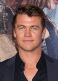 LUKE HEMSWORTH Photo - Photo by REWestcomstarmaxinccomSTAR MAX2016ALL RIGHTS RESERVEDTelephoneFax (212) 995-119641116Luke Hemsworth at the premiere of The Huntsman Winters War(Westwood CA)