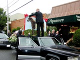 John Gotti Photo - Queens NY John Gotti Funeral at Papavero Funeral Home Friends and Family Arrive Under Cover of Umbrellas Also Flowers Put Into Cars Casket Taken Out to Hearse Photo Bruce CotlerGlobe Photos Inc 2002