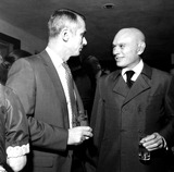 Yul Brynner Photo - Astronaut Gene Cernan and Yul Brynner a1062-29 Nate CutlerGlobe Photos Inc