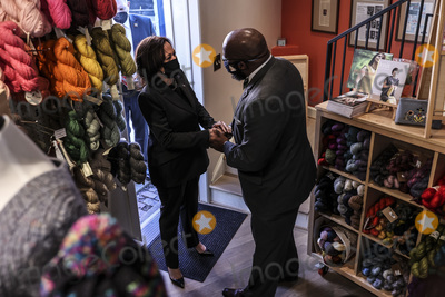 Photos From Kamala Harris meets with small bussines ownwers