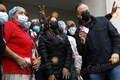 Photo - Kamala Harris visits VA Medical Center  - Washington