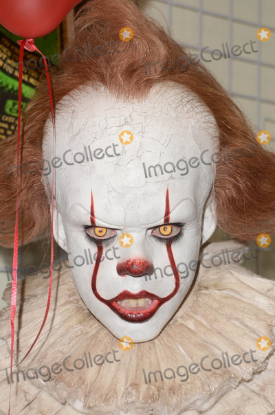 Alec Gillis Photo - Pennywise StatueMake-Up Artist Magazine and Creature Features present Creating Pennywise from Stephen Kings IT including an unveiling of a Pennywise Stataue by Special Effect Masters Tom Woodruff Jr and Alec Gillis Creature Features Burbank CA 10-14-17