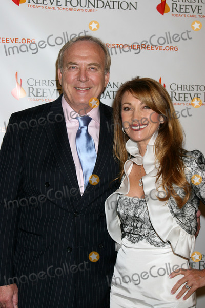 DANA REEVES Photo - James Keach  Jane Seymour arriving at the 4th Annual Los Angeles Gala for the Christopher  Dana Reeve Foundation at the Beverly Hilton Hotel in Beverly Hills CADecember 2 2008