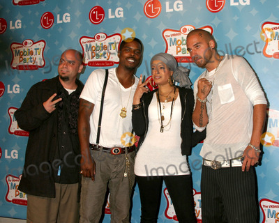 Blu Cantrell Photo - Blu Cantrell  her bandLGs Mobile TV PartyParamount StudiosLos Angeles CAJune 19 2007