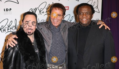 Ashford  Simpson Photo - David Gest Cliff Richard and Lamont Dozier pose for photographers at a press conference held at Gilgamesh announcing that English pop star Cliff Richard 70 will duet with a series of soul legends on his new EMI album produced by Lamont Dozier Ashford  Simpson with David Gest ex-husband of Liza Minnelli as executive producer London UK 030711