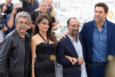Asghar Farhadi Photo - CANNES FRANCE - MAY 09 Ricardo Darin Penelope Cruz Asghar Farhadi Javier Bardem attend the photocall for Everybody Knows (Todos Lo Saben) during the 71st annual Cannes Film Festival at Palais des Festivals on May 9 2018 in Cannes France(Photo by Laurent KoffelImageCollectcom)