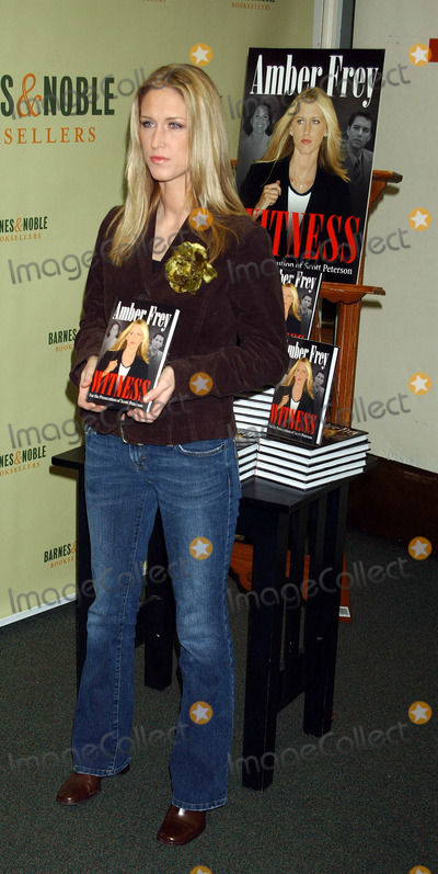 AMBER FREY Photo - NEW YORK JANUARY 10 2005    Amber Frey at the Barnes  Noble signing of Witness For the Prosecution of Scott Peterson