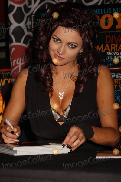 Photo - WWE WRESTLER MARIA AUTOGRAPH SIGNING