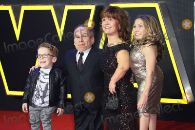 Annabelle Davis Photo - Warwick Davis  Samantha Davis  Annabelle Davis  Harrison Davis at the European premiere of Star Wars The Force Awakens in Leicester Square London December 16 2015  London UKPicture James Smith  Featureflash