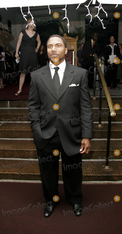 Allen Rossum Photo - NEW YORK - JULY 8  Atlanta Falcons Allen Rossum arrives to fundraiser for Ushers New Look Foundation at Capitale July 8 2005 in New York City