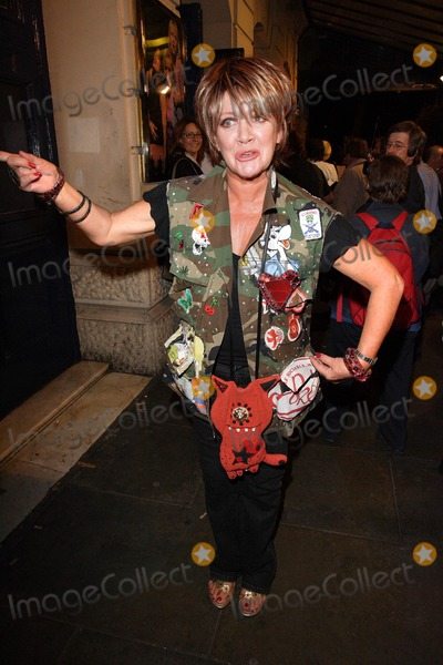Amanda Barry Photo - London UK Amanda Barrie departs after attending the Gala Night of Bad Girls the Musical at the Garrick Theatre in London 13th September 2007Keith MayhewLandmark Media