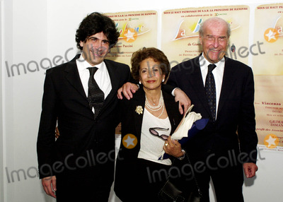 Alberto Veronesi Photo - MONTECARLO GRIMALDI FORUMCHARITY RAPRESENTATION OF BOHEME TO BENEFIT OF THE ASSOCIATIONS AMICO CHARLY AND JEUNE JECOUTETHE CANCERON SURGEON UMBERTO VERONESI AND HIS WIFE WITH THEIR SON ALBERTO VERONESI ORCHESTRA DIRECTOR5162004PHOTO BYMARCO PIOVANOTTOLAPRESSEGLOBE PHOTOS INC  2004K37321