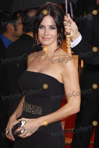 Photo - Actress Courtney Cox Arrives at the 67th Annual Golden Globes Awards Presented by the Hollywood Foreign Press Association at Hotel Beverly Hilton in Beverly Hills Los Angeles USA on January 17th 2010 Photo by Alec Michael-Globe Photos Inc