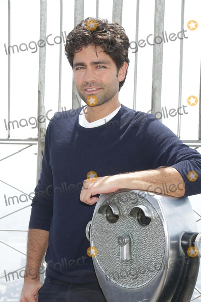 Photos From Adrian Grenier at the Empire State Buliding Promoting Film ''Entourage''