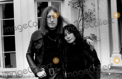 Photo - Photo Tom Blau-cp-Globe Photos Inc John Lennon Yoko Ono