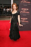 Lea Thompson Photo - Lea Thompsonat the premiere of The Legend of Zorro Orpheum Theater Los Angeles CA 10-16-05