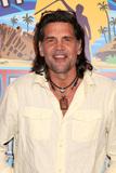 Troyzan Robertson Photo 3