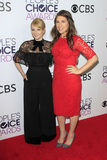 Melissa Rauch Photo - LOS ANGELES - JAN 18  Mayim Bialik Melissa Rauch at the Peoples Choice Awards 2017 at Microsoft Theater on January 18 2017 in Los Angeles CA