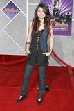 Selena Gomez Photo - Selena GomezHannah Montana  Miley Cyrus  Best of Both Worlds Concert Movie PremiereEl Capitan TheaterLos Angeles CAJanuary 17 2008