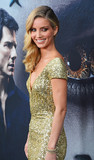 Annabelle Wallis Photo - Photo by Patricia SchleinstarmaxinccomSTAR MAX2017ALL RIGHTS RESERVEDTelephoneFax (212) 995-11966617Annabelle Wallis at The Mummy New York Fan Event in New York City