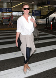 Katherine Heigl Photo - Photo by SMXRFstarmaxinccomSTAR MAX2017ALL RIGHTS RESERVEDTelephoneFax (212) 995-119671017Katherine Heigl is seen at LAX Airport in Los Angeles CA