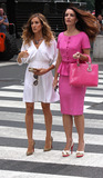 Kristin Davis Photo - Actresses Sarah Jessica Parker and Kristin Davis on the Fifth Avenue set of the new Sex and the City movie on September 8 2009 in New York City
