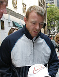 GUY RICHIE Photo - Director and husband of Madonna Guy Richie leaving the Kabbalah Center in midtown Manhattan on July 12 2008 in New York City