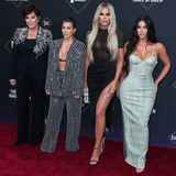 Kris Jenner Photo - SANTA MONICA LOS ANGELES CALIFORNIA USA - NOVEMBER 10 Kris Jenner Kourtney Kardashian Khloe Kardashian and Kim Kardashian West arrive at the 2019 E Peoples Choice Awards held at Barker Hangar on November 10 2019 in Santa Monica Los Angeles California United States (Photo by Xavier CollinImage Press Agency)