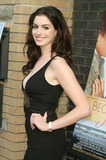 Ann Hathaway Photo 3