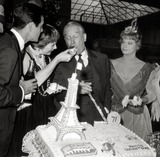 Maurice Chevalier Photo - Shirley Maclaine Maurice Chevalier Louis Jourdan Juliet Prowse Photo Nate CutlerGlobe Photos Inc