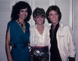 Olivia Newton-John Photo - Andy Gibb Marilyn Mccoo Olivia Newton John 1981 E2579c Supplied by Globe Photos Inc