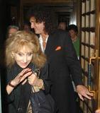 Anita Dobson Photo - 058499 Brian May and Anita Dobson Leaving the Ivy Restaurant in London 07-13-2005 07-13-