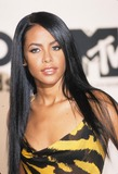 Aaliyah Photo - Aaliyah Aaliyah Dana Haughton Mtv 2000 Music Video Awards at Radio City Music Hall in New York K19688am Photo by Alec Michael-Globe Photos Inc